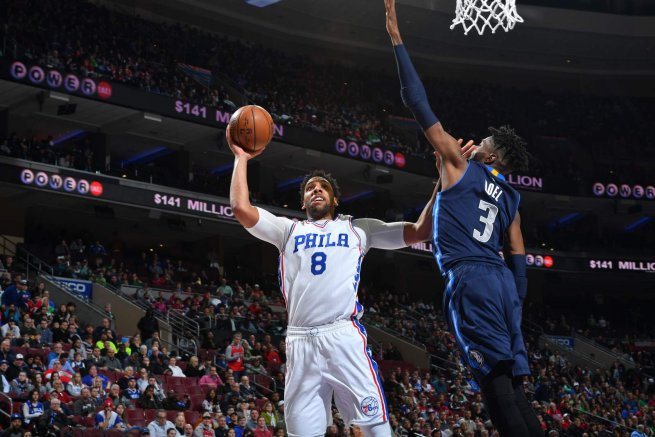PHI 76ers vs. DAL Mavericks, Okafor (8) vs. Noel (3) (Foto: nba.com)