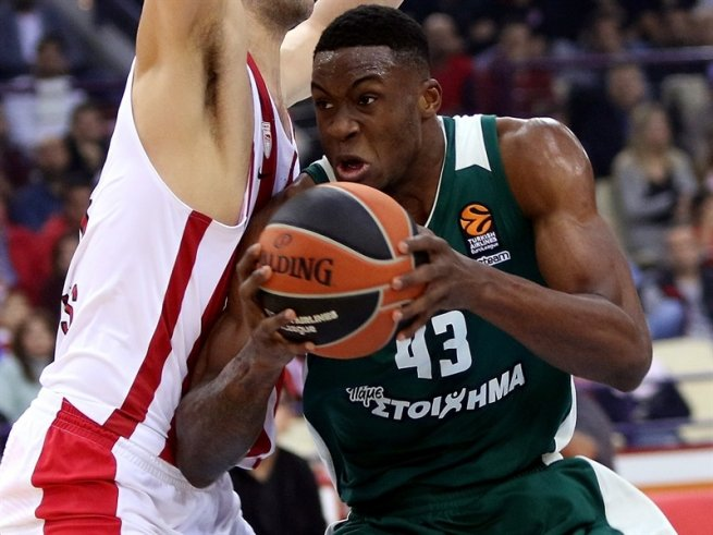 Olympiakos Pireus vs. Pahathinaikos SUPERFOODS Atény, Thanasis Antetokounmpo (43) (Foto: euroleague.net)