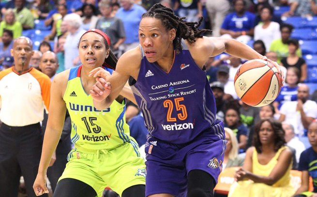 DAL Wings vs. PHO Mercury, Gray (15) a Currie (25) (Foto: wnba.com)