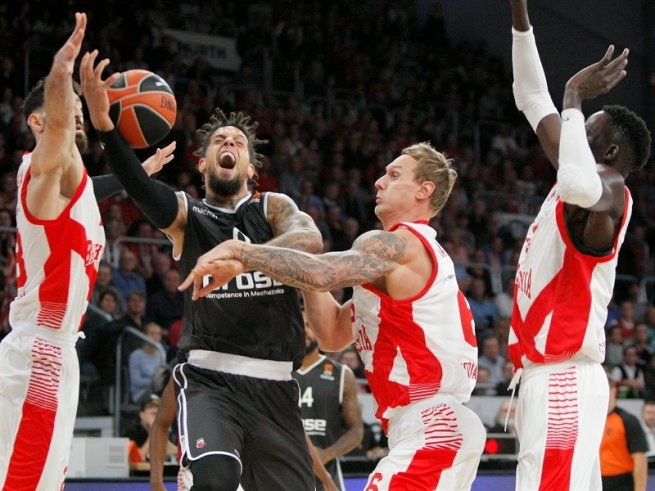Brose Bamberg (GER) vs. Baskonia Vitoria Gasteiz (ESP), Hacket (0) vs. Timma (6) (Foto: euroleague.net)
