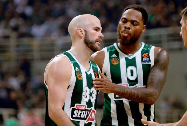 Nick Calathes (33) a Thomas Deshaun (0), Panathinaikos OPAP Atény (GRE) (Foto: euroleague.net)