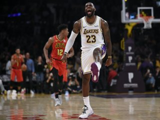 VIDEO: James sa pozdravil s Kobem a Lakers sfúkli Atlantu