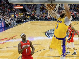 VIDEO: Davis s Jamesom potiahli Lakers k deviatemu triumfu za sebou